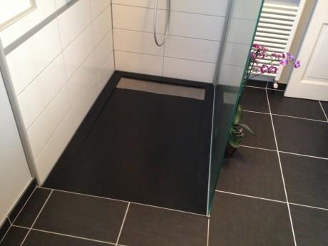 receveur de douche sur mesure vacuation cach e. Black Bedroom Furniture Sets. Home Design Ideas