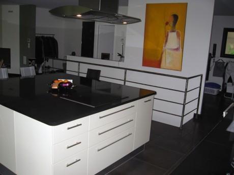 plan de travail en granit noir brillant. Black Bedroom Furniture Sets. Home Design Ideas